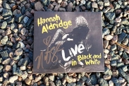 "Hannah Aldridge nya album ""Live in Black and White. (Foto: Pär Dahlerus)"